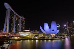 Marina Bay Sands - Singapore (Chrisdevillio) Tags: night marinabay citysightseeing marinabaysands exploration holiday light longexposure sightseeing urban urbanexploration nightlights architecture chbphotography singapore holidays city singapur sg