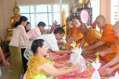 IMG_1552 (jenwichak kakarndee) Tags: วัด พุทธสถาน ที่เคารพ ทำบุญ สักการะ ศาสนา ไหว้พระ สถานที่ศักดิ์สิทธฺิ์ อุโบสถฺ องค์พระ โบสถ์ ขบวนแห่ แห่นาค กลุ่มคน งานอุปสมบท งานบวช parade ordination public ceremony merit wat buddha respect worship religion placeofworship church buakhok ตำบลบัวโคก