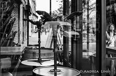 paris... (andrealinss) Tags: frankreich france paris parisstreet schwarzweiss street streetphotography streetfotografie bw blackandwhite analog leicam6 leica andrealinss 35mm