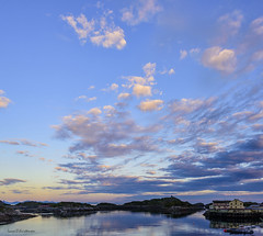 Midnight sun - Henningsvær Lofoten (lasse christensen) Tags: dsc4220 norway norge nordland lofoten henningsvær sjø sea midnightsun