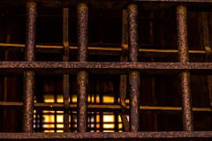 Grilles du donjon (jérémydavoine) Tags: grille grillage fenêtre grilled fence barreau window donjon dungeon keeper château castle geole zamek lublin pologne polska poland lubelskie