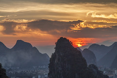 Guilin sunset (Gregory Michiels Photography) Tags: guilin yangshuo sunset karst hills mountains guangxi china travel explore photography tours city architecture discover beauty colourfull sun