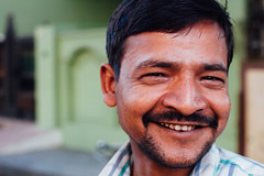 Smiling Indian Man Portrait (AdamCohn) Tags: adamcohn india mathura vrindavan holi portrait wwwadamcohncom