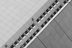 La Défense minimal (zora_schaf) Tags: blackandwhite schwarzweiss minimal architektur architecture gebäude ladéfense modern paris fenster windows abstrakt zoraschaf