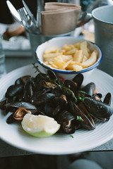 oslo pt 2 (207 of 215).jpg (jonneymendoza) Tags: travelling jrichyphotography oslo seafood chips mussels dinner