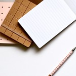 Ballpens blank desk - Credit to https://homegets.com/ thumbnail