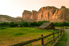 Barn at the Capitol Reef (Javier Huanay) Tags: atardecer american barn utah d800 light landscape luz nature outdoor