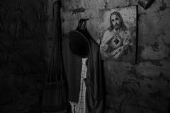 CASA E RELIGIÃO (rubensdosanjos) Tags: art vida new black white photoart phonephoto