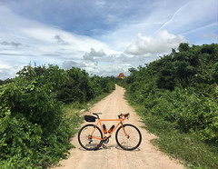 Cambodia, Kampong Speu Province, Aoral District, Sangkae Satob Commune (Die Welt, wie ich sie vorfand) Tags: kingdomofcambodia cambodia bicycle cycling កម្ពុជា ខេត្តកំពង់ស្ kampongspeuprovince kampongspeu ស្រុកឱរ៉ាល់ surly crosscheck sangkaesatob