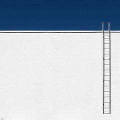 ladder (TeRo.A) Tags: amosrex helsinki ladder stair portaat tikkaat seinä wall taivas sky sininen blue white valkoinen varjo shadow lasipalatsi taidemuseo artmuseum minmal minimalism