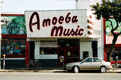 Amoeba / Haight St - San Francisco, Californie (Ludovic Macioszczyk Photography) Tags: amoeba haight st san francisco californie nikon fm10 135 kodak portra 400 iso mai 2018 étatsunis © ludovic macioszczyk usa film argentique lumière 35mm couleurs colors voyage vacances grain bay area sf street amérique district photography analog ville city life car west coast frisco california