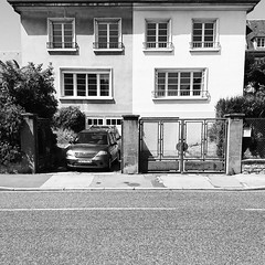 Instagram Square Altumpilum (Lancelevée) Tags: instagram igersfrance altumpilum carré square mobile mobilephotography noiretblanc blackwhite monochrome grey gris portrait visage faces iseefaces normandie caen photo de rue streetshot streetphotography
