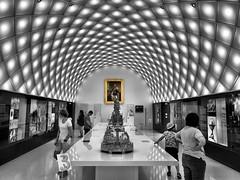 The Bavarian King Ludwig II (ANBerlin) Tags: raum room decke ceiling rund curve menschen humens leute people symmetrie symmetry linien lines kunst art historisch historical königludwig kingludwigii museum innen indoor inside sehenswürdigkeit pointofinterest pov ausergewöhnlich extraordinary architektur architecture struktur structure abstrakt abstract selektiv selective farbspritzer colorsplash spritzer splash akzent accent singlecolor schlüsselfarbe keycolor einfarbig monochrome biancoenero noiretblanc schwarzweis blackwhite sw bw deutschland germany bayern bavaria allgäu füssen hohenschwangau schwangau anb030 shotoniphone iphotography iphonography 8plus iphone8 iphone apple