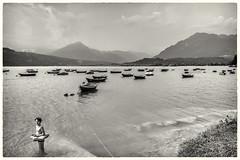 Il lago (christine thormählen) Tags: bw santacroce veneto lago barche bambino bagno italia