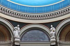 Alte Nationalgalerie # 5 (just.Luc) Tags: sculpture escultura statue estatua statua beeld beeldhouwwerk skulptur building gebouw gebäude bâtiment architectuur architecture architektur arquitectura berlin berlijn allemagne deutschland duitsland germany museum museo musée museet europa europe blue blauw blau bleu azul