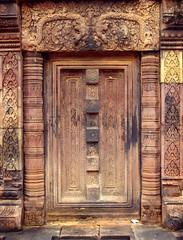 Banteay Srei Door (steveneschlotterbeck) Tags: aitas angkor banteay