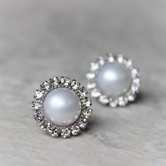 White pearl earrings! https://t.co/GTiZk8JfZV #etsy #wedding #shop #jewelry #bride #silver https://t.co/OnLHu6eXMq (petalperceptions.etsy.com) Tags: etsy gift shop fashion jewelry cute
