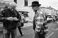 LEICA Q (Nicolas LANDRA) Tags: leica summilux leicatyp116 leicaq france french old wo woman man street streetshooting streetphotographer