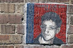 Snowden (De Rode Olifant) Tags: mosaic snowden marjansmeijsters london wall thamespath england streetart