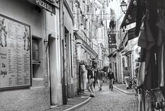Dans les ruelles de Monaco (LUMEN SCRIPT) Tags: monaco atmosphere mood city blackandwhite streetphotography monochrome street people candid