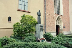 Church of St. Francis of Assisi, Kraków (Gondolin Girl) Tags: krakow poland europe travel city holiday holidays break citybreak architecture church stfrancisofassisi statue