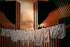 Pulizie domestiche (Zz manipulation) Tags: art ambrosioni zzmanipulation stendere city vestiti pulizie gity people