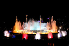 The Magic Fountain Of Montjuïc (Fnikos) Tags: plaça plaza parc park parco montjuic montjuïc city architecture column fountain fontaine fuente water music magic colour color people light night sky show nightshow nightview outdoor