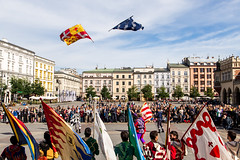 Flags in Krakow (Luiz Contreira) Tags: krakow krakowstreets krakowstreet poland polônia europe europa colors cores canon flags bandeiras streetphotography street fotografiaderua