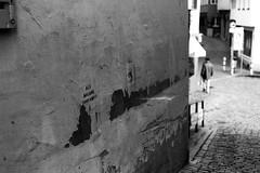 The Curry-Corner (Leica M6) (stefankamert) Tags: street curry film analog grain man people blur stefankamert leica m6 leicam6 summicron summicrondr dr dualrange kodak trix tübingen wall cobblestones