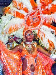 "2010-01-28 Desfile Inaugural de Carnaval en Montevideo (34) - Samba-Taenzerin beim ""Desfile Inaugural de Carnaval"" (Umzug zur Eroeffnung des Karnevals) in Montevideo, Uruguay (mike.bulter) Tags: carnaval carnival centro dance dancer desfileinauguraldelcarneval2010 frau karneval karnevalsumzug menschen montevideo parade people southamerica suedamerika taenzer tanz umzug uruguay ury woman"