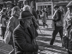 Let me tell You_G5A0316 (ronniefleming@btinternet.com) Tags: street rawstreetphotography edinburghfringe2018 visitscotland streetphotographer bw blackandwhite portraiture candid ph31fy ronniefleming