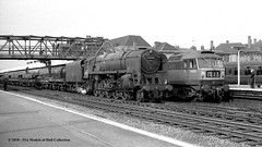 c.09/1965 - Doncaster, West (now South) Yorkshire. (53A Models) Tags: britishrailways standard 9f 2100 92174 steam freight brush type4 class47 d1573 diesel passenger doncaster westyorkshire train railway locomotive railroad 47019