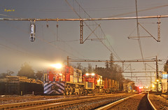 Reinas de la Noche (Rodrigo yañez) Tags: fepasa alco rsd 34 d1802 d1807 tren de carga forestal palero vacio 50020 x20 train chile railways requinoa red sur nocturna fotografia nigth