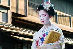 Geisha (Javier Redondo) Tags: asia japon street viajes geisha gion kyoto japan stm streetphotography streetlevelphoto mujer woman eos efs18135mmisstm efs eos70d 70d 18135mm 18135
