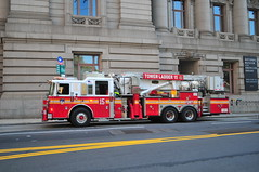 FDNY Tower Ladder 15 (Triborough) Tags: ny nyc newyork newyorkcounty manhattan financialdistrict bowlinggreen lowermanhattan fdny newyorkcityfiredepartment firetruck fireengine ladder towerladder tower towerladder15 ladder15 seagrave