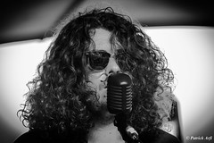Look (Patrick ARFI) Tags: concert vocal music live rock laura cox band black white bw guitar