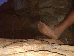 Descalzo con barro en la fuente (VIVE DESCALZO) Tags: descalzo barefoot barefooter barfus