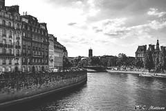 180718-137 La Seine (clamato39) Tags: laseine rivière river fleuve eau water ciel sky clouds nuages urban urbain paris france europe ville city blackandwhite noiretblanc bw monochrome