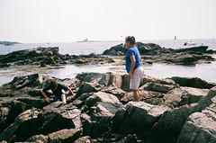 000007890019 (spablab) Tags: argusc3200fujifilmsuperialagovistafilmlablenstagg argusc3200fujifilmsuperialagovistafilmlablenstagger newengland massachusetts ishootfilm filmisnotdead analog 35mm argusc3 fujisuperia200 50mm cintar lens newcastle newhampshire ocean beach atlantic julian rangefinder