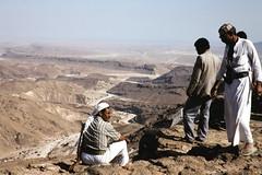 View onto the coastal plain (motohakone) Tags: jemen yemen arabia arabien dia slide digitalisiert digitized 1992 westasien westernasia ٱلْيَمَن alyaman kodachrome paperframe