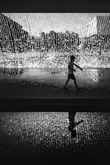 Cascata (Christophe Staelens B&W) Tags: lisbon lisboa parque das nações street silhouette