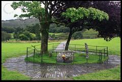 Gelert's Grave II (zweiblumen) Tags: gelertsgrave beddgelert monument myth legend history gwynedd wales cymru uk canoneos50d polariser zweiblumen