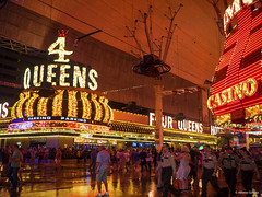 Four Queens. Fremont St. Las Vegas. Nevada. (The Gómez Project) Tags: fremontstreet fourqueenscasino lasvegas nevada usa eeuu eua nightlights neon lights casino