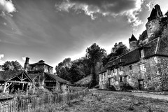 FORGE DE SAVIGNAC-LEDRIER (Missy Jussy) Tags: forge payzac savignacledrier france southwestfrance trip travel tourism walk sky clouds mono monochrome chateau buildings homes historical path blackwhite bw blackandwhite 5d canon5dmarkll canon5d canoneos5dmarkii 24mm ef24mmf28 primelens fixedfocallength