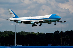 SZP_3142_pslr5 (Lakeside Annie) Tags: 2018 20180831 55300mm 55300mmf4556 8312018 af1 airforce1 airforceone august31 clt charlotte charlottedouglasinternationalairport charlottenc charlottenorthcarolina d7100 friday leannefzaras nc nikkor55300mmf4556 nikkor55300mm nikon nikond7100 northcarolina presidenttrump sarazphotography trump