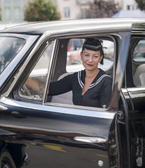 Kate au volant d'une Studebacker (Philippe Bélaz) Tags: kate pinup studebacker anciens automobiles collections exposition modèles noir oldtimer voitures zoom