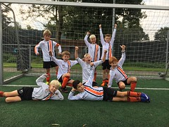 "HBC Voetbal | JO9-2 • <a style=""font-size:0.8em;"" href=""http://www.flickr.com/photos/151401055@N04/29638281997/"" target=""_blank"">View on Flickr</a>"