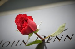 norland d. cruz photography: one red rose offering at ground zero in new york city (sept. 11, 2018 photo) (norlandcruz74) Tags: rose red offering tribute remebrance 911 september 11 11th 2018 ground zero memorial wtc world trade center ny nyc new york city norland cruz pinoy filipino american manhattan downtown 9112018 nikon dx d5100