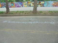 #torinononèmilano (en-ri) Tags: azzurro bici bicicletta bike parco dora torino wall muro graffiti writing spray
