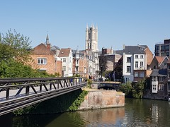 Gent, Belgium (Shaun Smith-Milne) Tags: gent ghent gand flandresorientale eastflanders flandres vlaanderen oostvlaanderen flanders belgica belgien belgium belgique bridge footbridge wasser water eau canal cathedral cathédrale église church belltower belfry tour tower beffroi clocher flamand régionflamande flemish flemishregion architecture architectureflamande flemisharchitecture gothic gothicarchitecture architecturegothique gothique sintbaafs sintbaafscathedral saintbavocathedral waterway voienavigable gante ganz europa europe